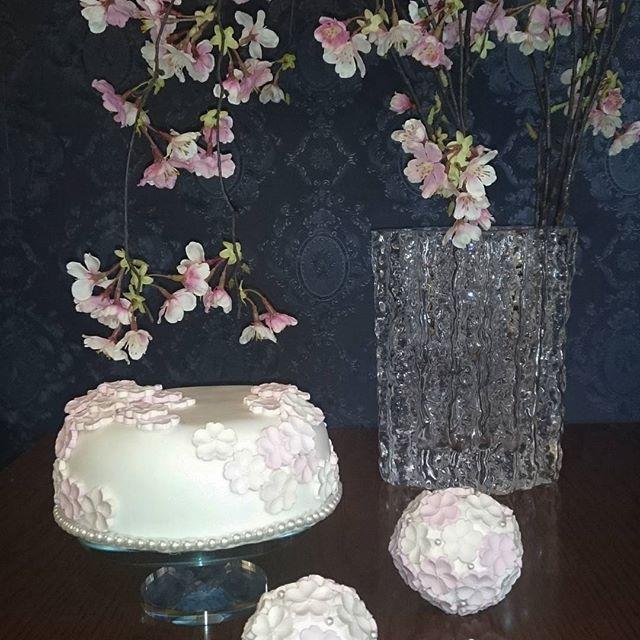 【misya0130】さんのInstagramをピンしています。 《もうすぐ  飾れる。大好き桜ケーキ❤ #クレイ作品 #桜 #クレイケーキ#ボールケーキ#》