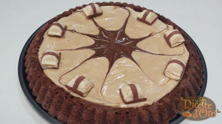 La ricetta della Torta Kinder Bueno, con la crema Nutkao e i Kinder Bueno a pezzi. Una crostata veloce e semplice da preparare per bambini e adulti