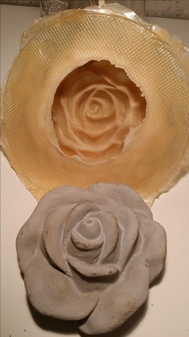 Rosen aus grauem Mörtel  Ersten Guss mit eigener Latexform