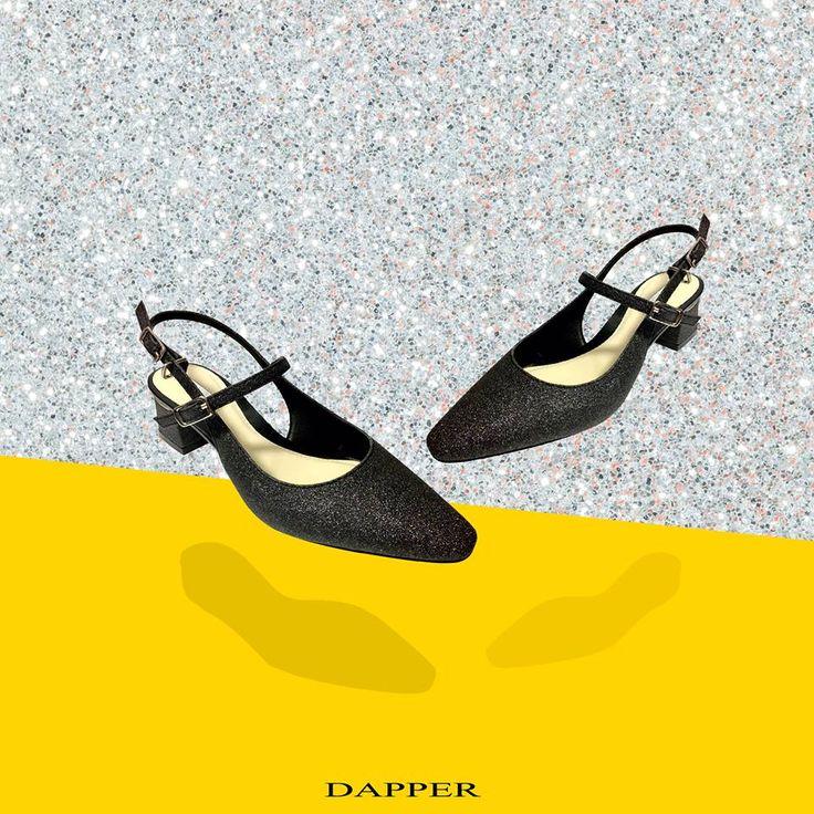 โปรโมชั่น DAPPER รองเท้า Glitter Slingback Pumps ราคาเพียง 2,290 บาท (วันนี้ -ไม่มีระยะเวลากำหนด)  👠ความสง่างามเริ่มต้นได้ไม่ยาก… เพียงรู้จักวางตัวให้เหมาะสม รองเท้า Slingback Pump ถูกออกแบบมาเพื่อเสร�