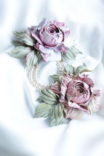 Купить или заказать Брошь из кожи 'Пудровая роза' в интернет-магазине на Ярмарке Мастеров. Брошь из кожи 'Пудровая роза' 'Большая комната, много окон, столики меж них, с букетами цветов...Старая английская усадьба, дверь балкона настежь, ветер раздувает шторы в паруса, белый мрамор балкона, зелень полей вдалеке и ароматы цветов волнами, то разбавленные ветром, то настолько насыщенны, что тонешь и вот-вот задохнешься...но нет, порыв ветра и снова свежесть...