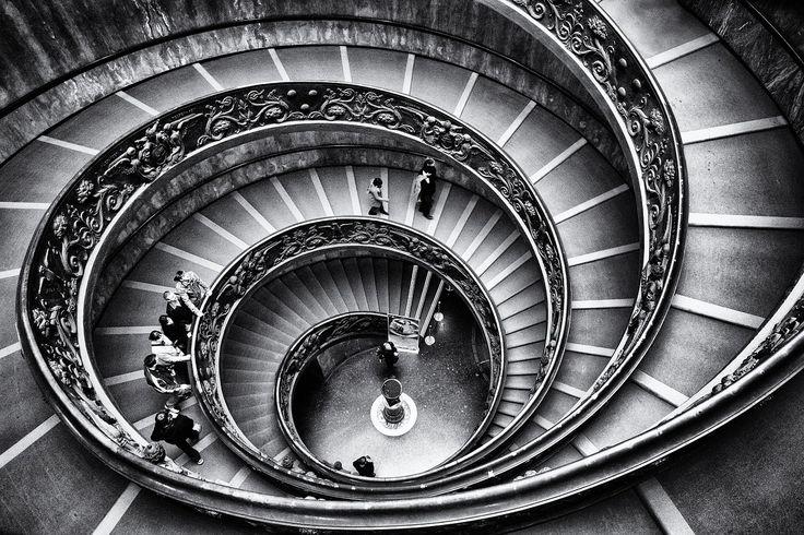 Resti alieni conservati in Vaticano: è mistero In principio fu Giovanni Paolo II (che ordinò il silenzio sulla vicenda), ultimamente ci sono state aperture