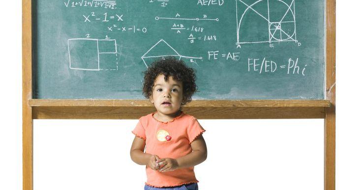 Cuadriláteros con cuatro ángulos rectos. En geometría, un cuadrilátero es un polígono de cuatro lados o bordes. Hay varios polígonos que comparten las características de un cuadrilátero. Sin embargo, de las al menos seis figuras geométricas que pueden ser consideradas como cuadriláteros, sólo dos de ellas tienen cuatro ángulos rectos - los rectángulos y los cuadrados.
