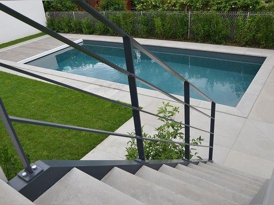 L'accumulazione di Rouviere fabbrica la pavimentazione di Sermipierre, con un vecchio sguardo di pietra. Questa pavimentazione può essere colorata in tonalità differenti. La pavimentazione è disponibile in varie dimensioni ed in uno spessore di 2 cm per un uso dell'interno e di 4 cm per un uso esterno.