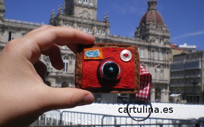 http://cartulina.es/dia-del-fotografo-original-llavero/ Llavero para el Día del Fotógrafo