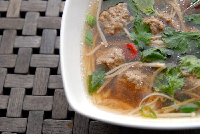 Hjertesukk og instasoup – Tilfeldig, enkel japansk suppe medEnoki. En sjeldenhet i matbutikken og en kommentar fra en japansk Instagram-venn, ble til en nydelig suppe. En ikke-planlagt nytelse på en hverdag med et lite hjertesukk…
