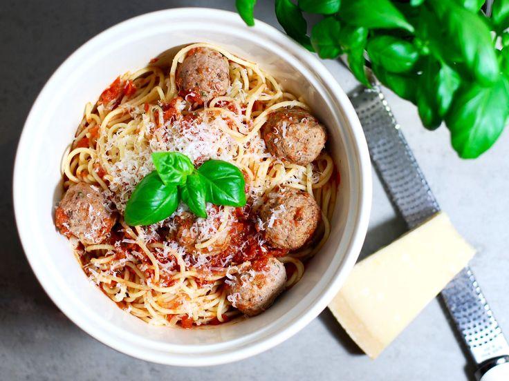 Italienska köttbullar i tomatsås med spaghetti | Recept från Köket.se