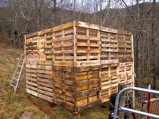 Awesome pallet barn with instructions!