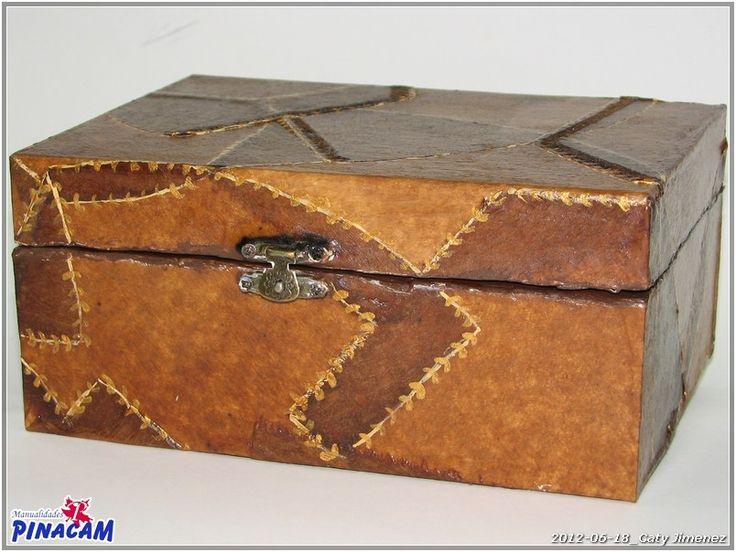 Decoración de caja con filtros de café por Caty. #manualidades #pinacam #madera…