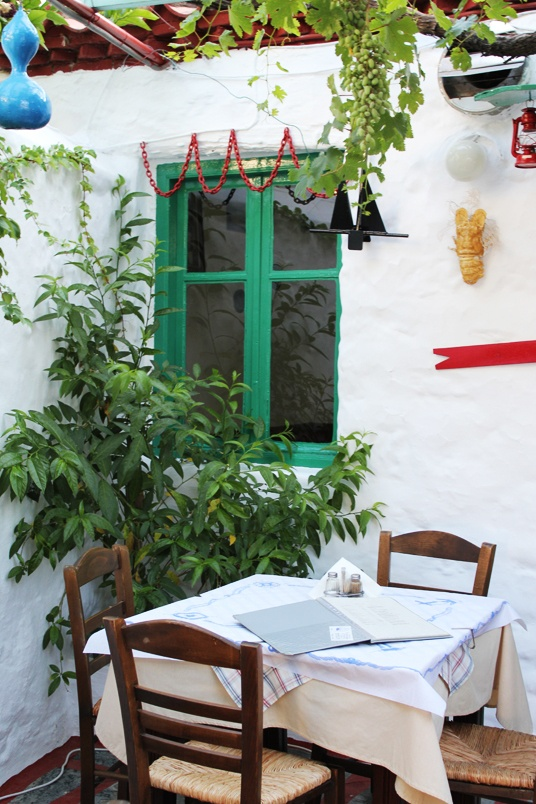 HYDRA ISLAND, GREECE! THE MOST CUTE TAVERNA!