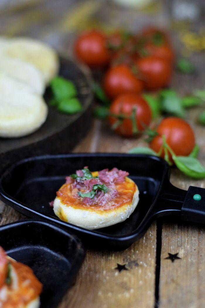 Knusprige Lieblingspizza mit Chorizo & Pizza Raclette | Das Knusperstübchen