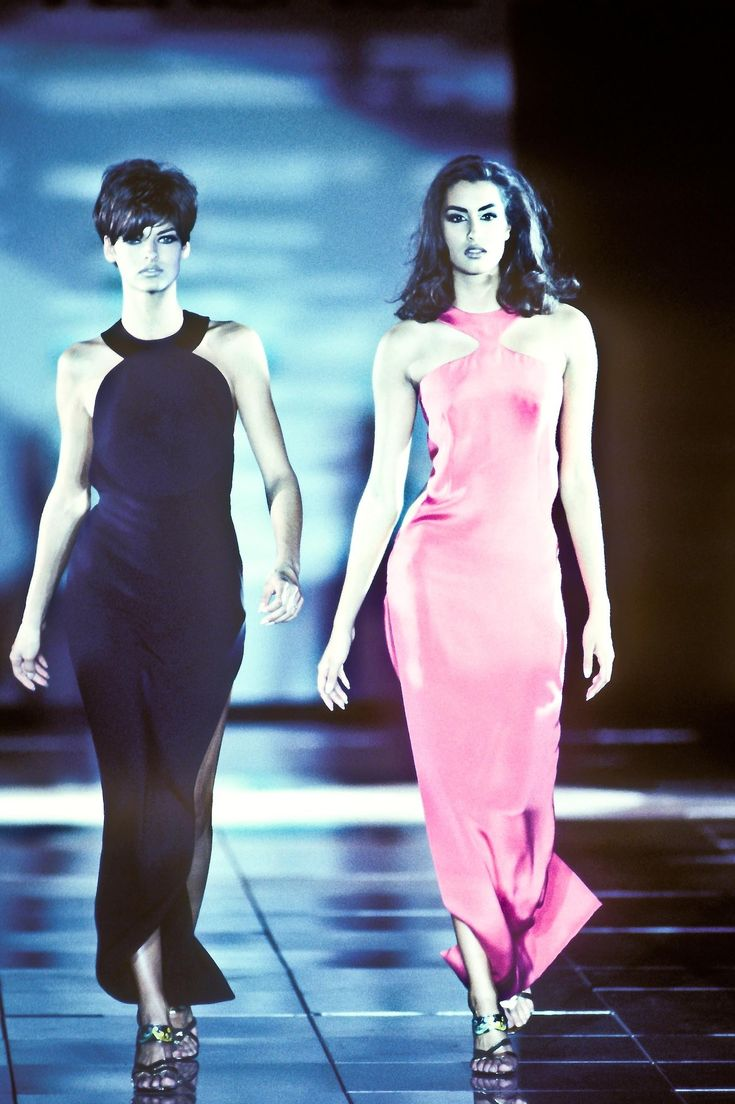 Linda Evangelista & Yasmeen Gianni Versace. Runway. Present 1991