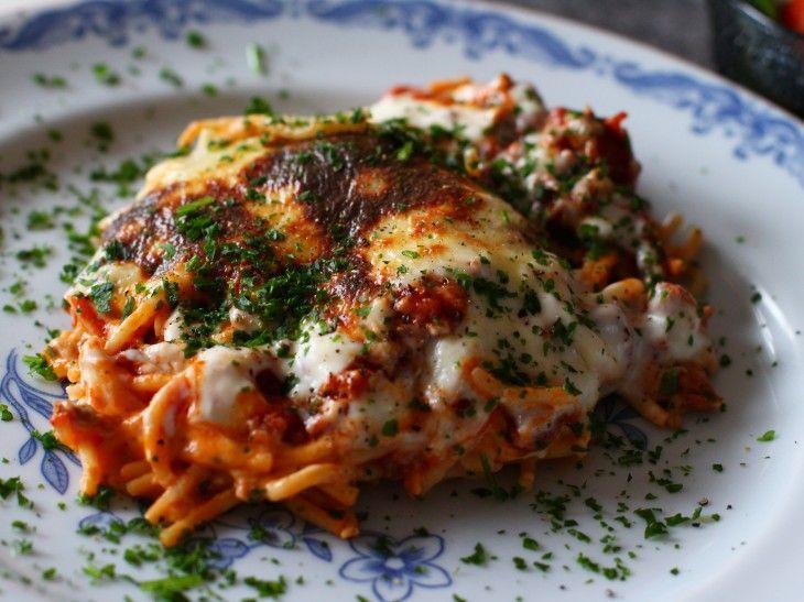 Om man mot all förmodan skulle få spagetti och köttfärssås över är det superduper gott att sedan gratinera i ugn med en härlig parmesansås. Alltså om