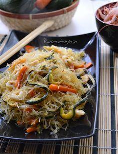 Spaghetti di riso con gamberi e verdure ricetta cinese