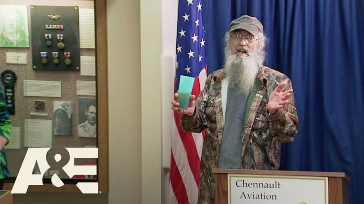 Duck Dynasty: Recognizing Si's Military Career | A&E