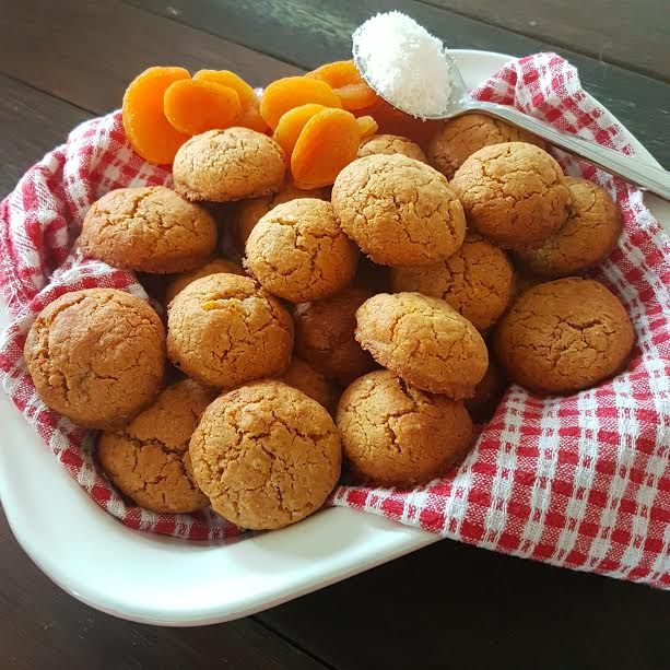 10 second apricot and coconut cookies