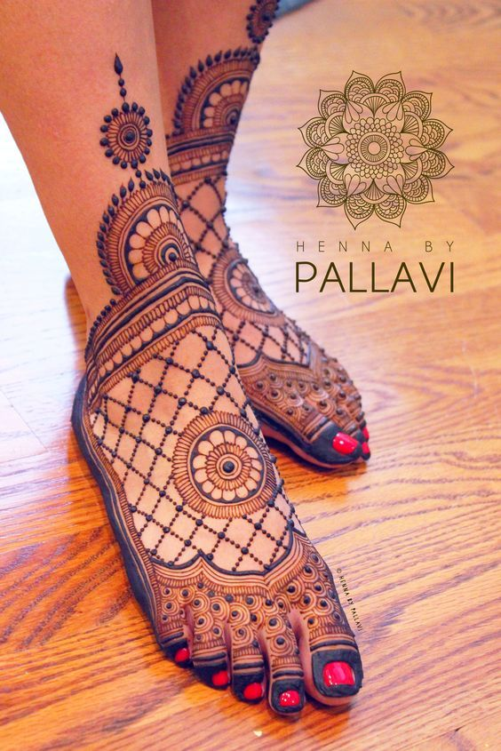 Stunning mehndi designs for feet | Bridal mehndi inspiration | Bridal henna | Minimal mehndi design | Feet henna tattoos | Henna inspiration for Indian brides | Credits: Henna by Pallavi | Every Indian bride's Fav. Wedding E-magazine to read. Here for any marriage advice you need | www.wittyvows.com shares things no one tells brides, covers real weddings, ideas, inspirations, design trends and the right vendors, candid photographers etc.