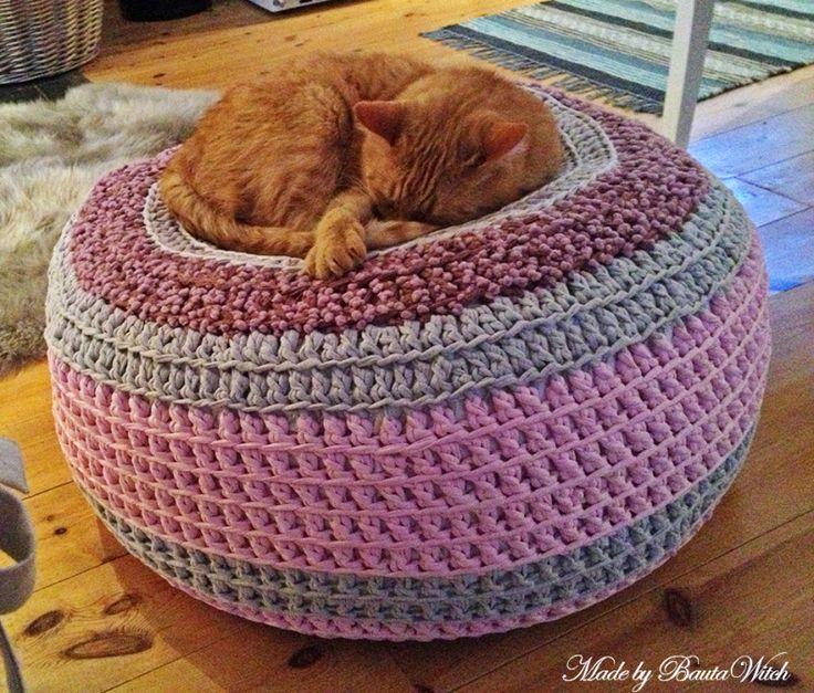 DIY - Knit or crochet a trendy pouf