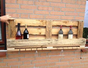 Weinregal aus einer Palette mit Glashalter Holzbearbeitung