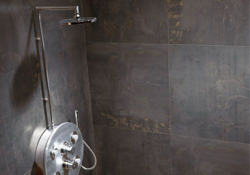 Petite salle de bains agencement astuces petite salle for Grand carrelage mural