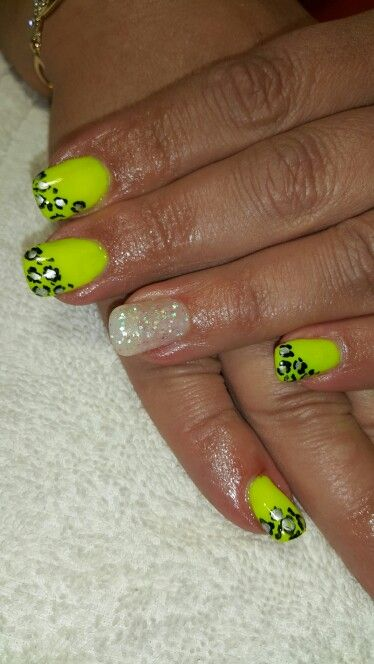 Yellow gel nails with leopard art