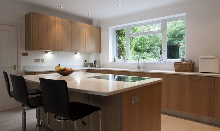 http://www.dmkbb.co.uk/kitchens/wp-content/uploads/Contemporary-Oak-Kitchen-61261.jpg