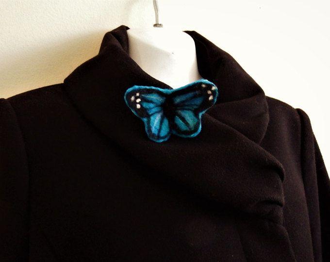 Farfalla blu in feltro pin spilla, farfalla tropicale, festa della mamma, blu, nero, accessorio per lei, gioielli tessili in arte da indossare, turchese,