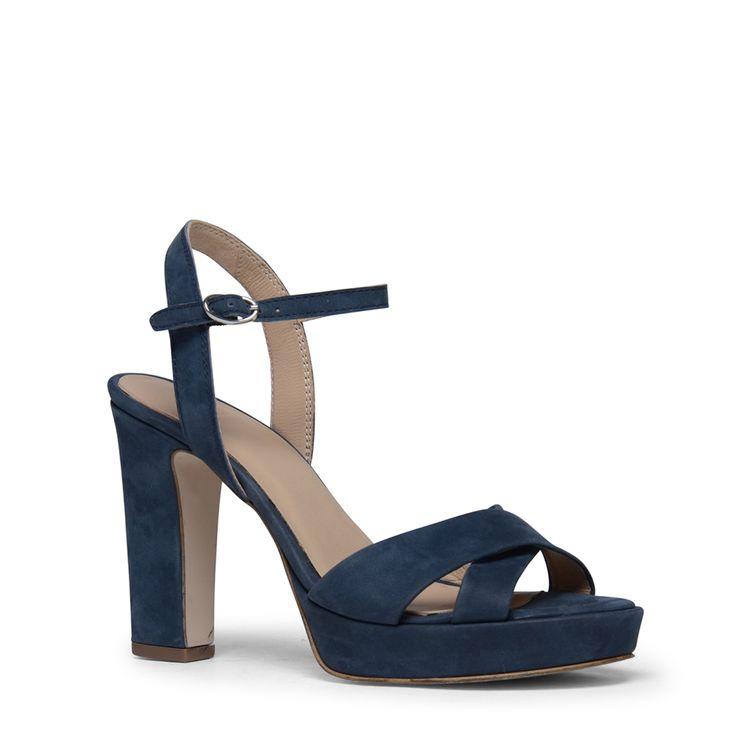 Blauwe open sandalen met gespje  Description: Deze blauwe sandalen van het merk Manfield zijn een ware musthave voor uw voorjaarscollectie. De sandalen combineert u eenvoudig met iedere outfit. De damesschoenen hebben een buitenzijde van nubuck en een binnenzijde van leer. Hierdoor zitten de sandalen erg comfortabel en hebben ze een optimale pasvorm. De schoenen hebben een gespsluiting aan de buitenkant van de voet. De hakhoogte is 10 cm gemeten vanaf de hiel.  Price: 62.99  Meer informatie…