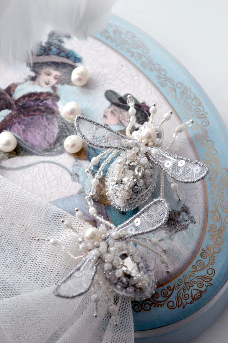 Miniature bee brooch exclusive Bridal fashion jewelry Wedding