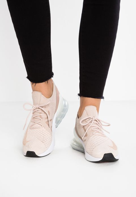 51658e1ba9 Nike Sportswear AIR MAX 270 FLYKNIT - Baskets basses - guava ice/particle  beige/