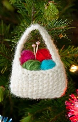 yarn basket ornamentKnits Bags, Free Pattern, Knitting Patterns, Yarns Baskets, Baskets Ornaments, Knits Pattern, Christmas Ornaments, Christmas Trees, Knitting Bags