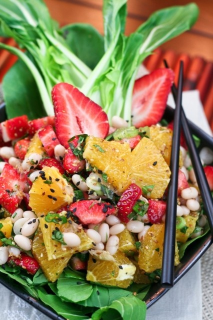 Strawberry, orange, navy bean salad: Mmm Salad, Food Recipes, Beans Salad Recipes, Navy Beans, Salad Yummy, Orange Strawberries, Summer Salad, Bean Salads, Mr. Beans