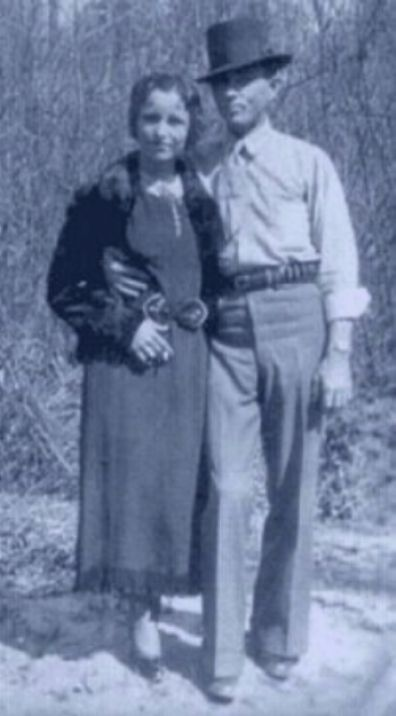 Bonnie and Clyde - possibly last photo of them alive