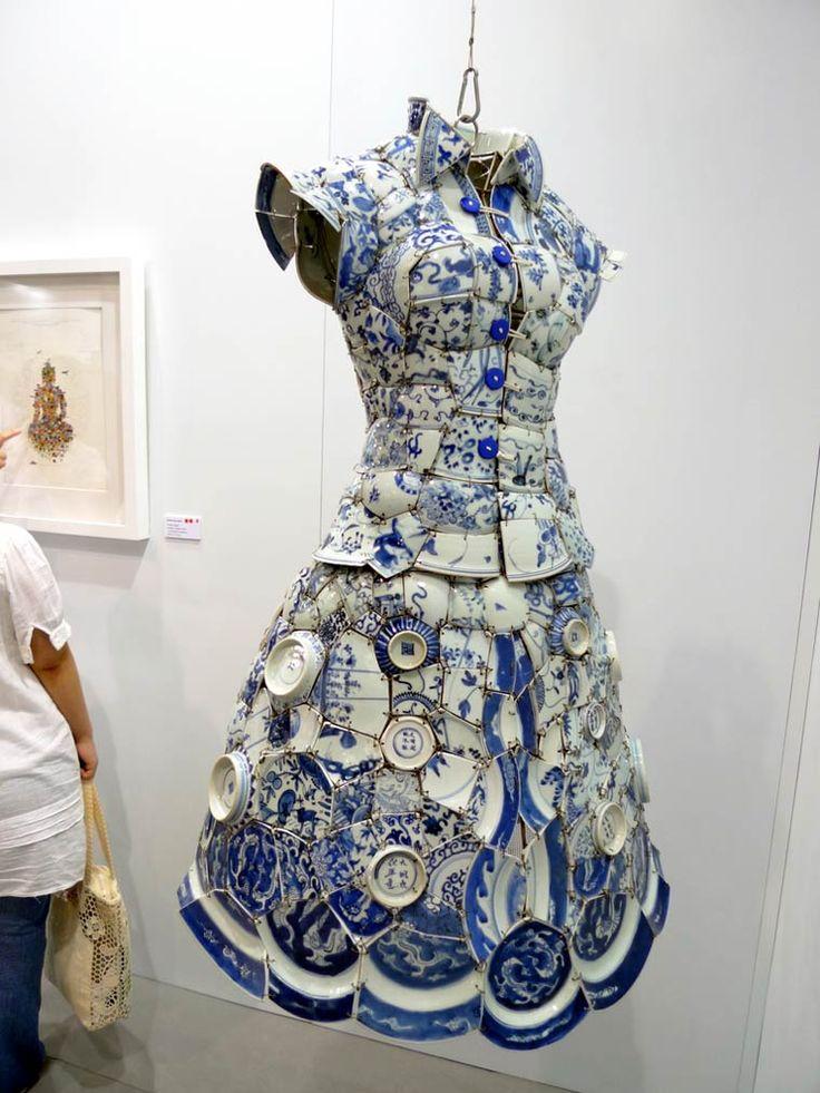 Les délicates et fragiles créationsen porcelaine chinoise de l'artisteLi Xiaofeng, qui recycledes morceaux de céramiques anciennes issues des dynasties