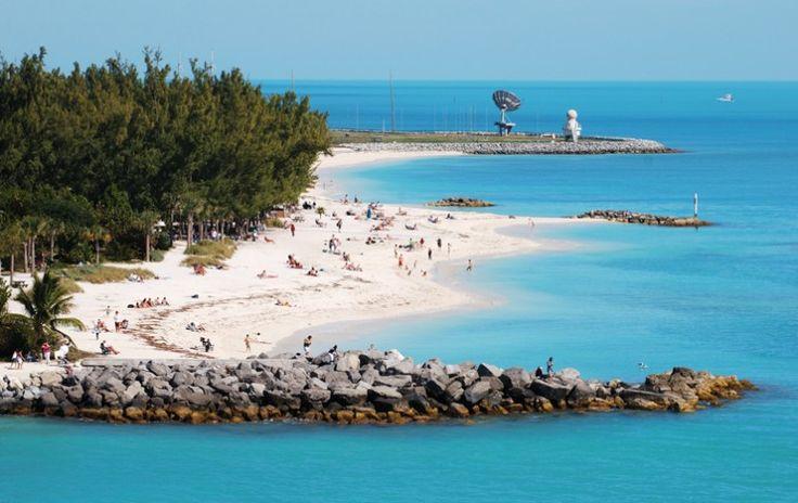 Praia de Pensacola, que fica próxima a uma base militar    Crédito: Shutterstock