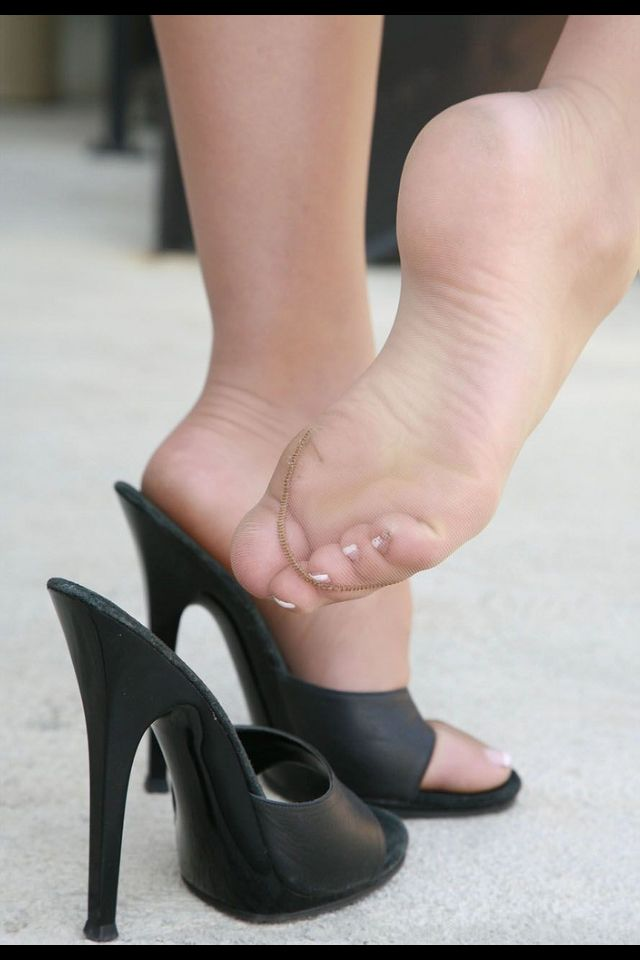 Rht pantyhose foot jobs