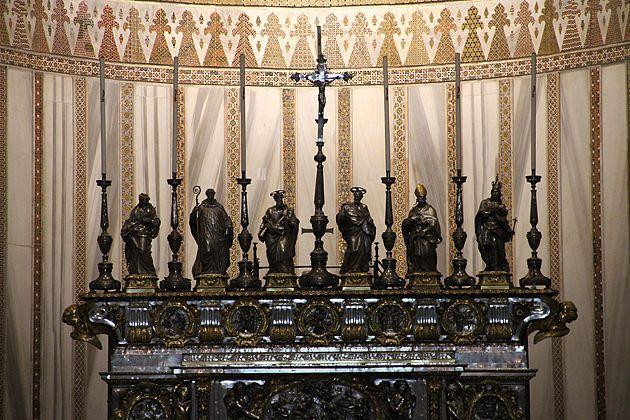 Silver Statues  - Кафедральный  собор  в  Монреале,  Палермо,  Сицилия.  Duomo di Monreale или Santa Maria Nuova) .