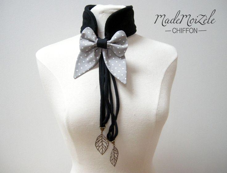 echarpe col polaire collier bijou tissus noeud gris pois blanc, noir ; breloque feuille bronze : Echarpe, foulard, cravate par mademoizele-chiffon