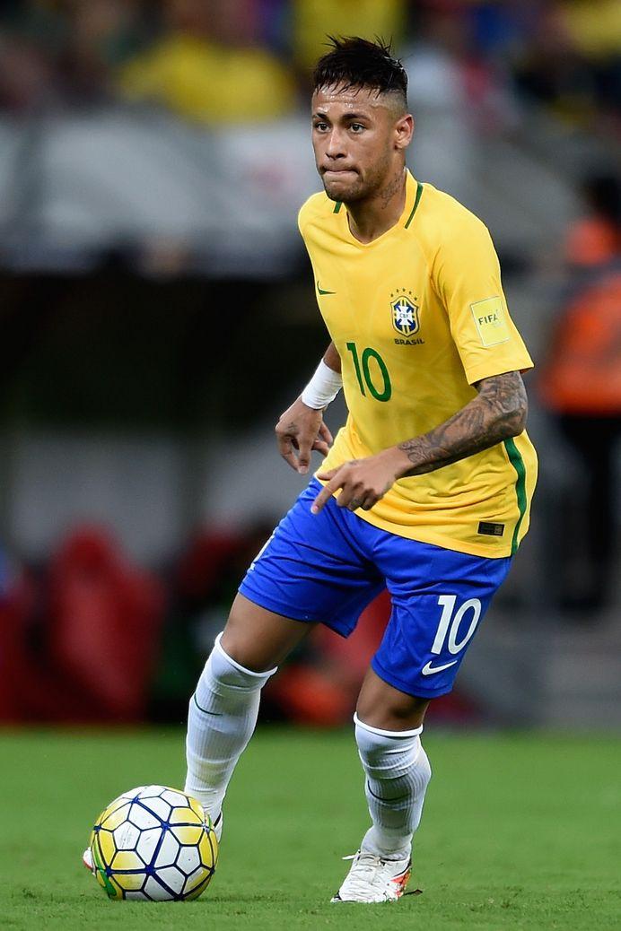 サッカーブラジル代表、ネイマール選手。彼のプレーにはブラジル国民だけでなく全世界が注目。リオデジャネイロオリンピック・リオ五輪2016