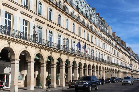 Picture of Rue de Rivoli in Paris... One of these famous streets that seem to offer everything. It starts at the Place de la Concorde and runs east towards the Saint-Paul-Saint-Louis Church. Between the Place de la Concorde and the Louvre, the Rue de Rivoli houses many tourist-friendly stores. East from the Louvre, there are many national and international chain stores, such as Zara, H&M, Yves Rocher, Gap, Mango, and more ... #RetailStreet #ShoppingStreet #Retail #Shopping #Festival…