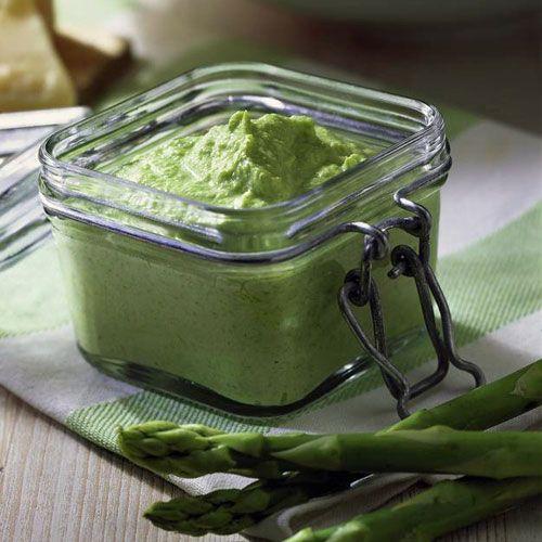 Spargel-Pesto! Statt mit Olivenöl haben wir dieses Pesto mit Mandel- und mit Macadamia-Öl zubereitet.
