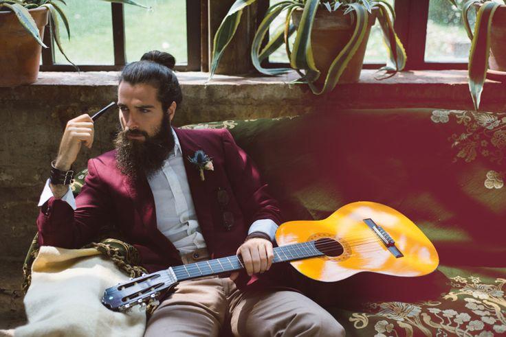 bohemien-sposo-gipsy-hipster-chitarra-pipa-margherita-calati-fotografa.jpg (800×534)