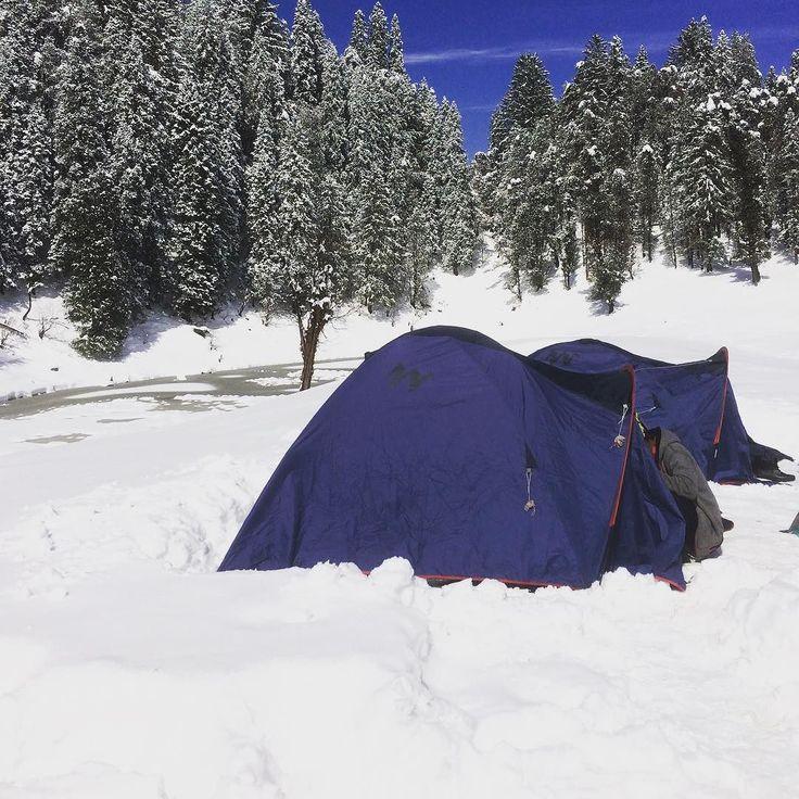 Two feet above and two feet below...all the way it snowed   That's Juda ka Talao... A prelude to Kedarkantha trek  #traveldiary #uttarakhand #instapic #travelgram #trekking #igtravel #india