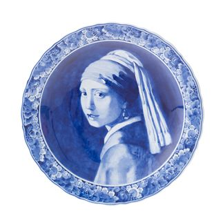 ~Het meisje met de parel gemaakt door De Koninklijke Porceleyne Fles~