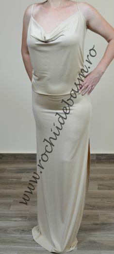 Rochie de seara crem fara aplicatii #rochiidesearacrem #rochiidesearafaraaplicatii #creamcoloredeveningdresses