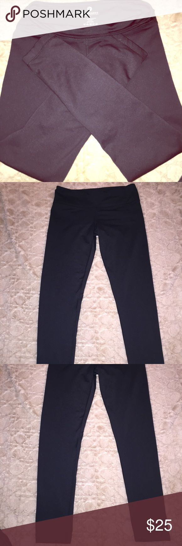 90 degrees thick stretchy yoga pants! These yoga pants are perfect for winter! They are a thick material with a fuzzy inside lining! Size medium! All black! 90 Degrees Pants Leggings