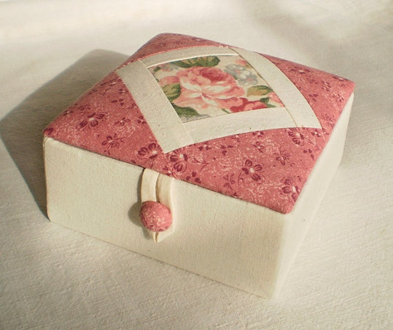 Handmade Fabric Box  English Rose  Quilting by PatchworkMill, $30.00: Boxes English, Crafts Boxes, Beautiful English, Fabrics Boxes, Rose Fabrics, English Rose, Boxes Antiques, Englishro Boxes, Handmade Fabrics