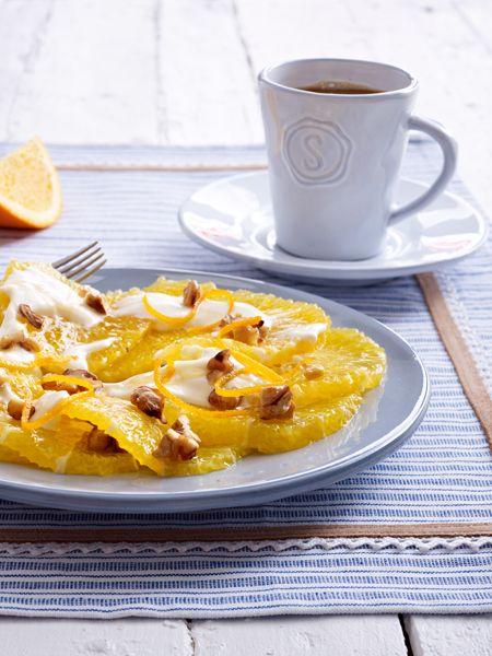 Ein gesundes Frühstück ist Pflicht! Auf unserem Frühstückstisch: ein knuspriges Vollkornbrötchen, ein fruchtiges Müsli und 21 gesunde Frühstücksrezepte.