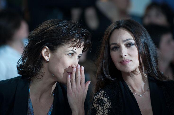 """Monica Bellucci et Sophie Marceau, complices sur le plateau du """"Grand Journal"""". (Cannes, 16 mai 2009.)"""