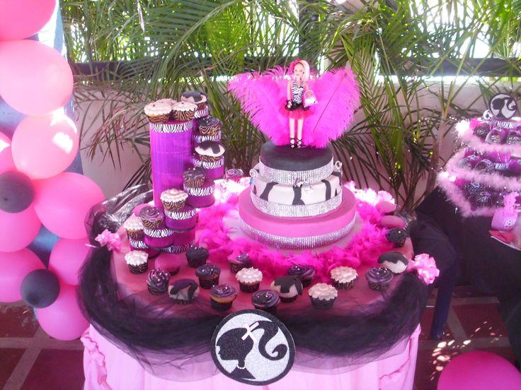 Mesa para la torta. Mesa principal Barbie